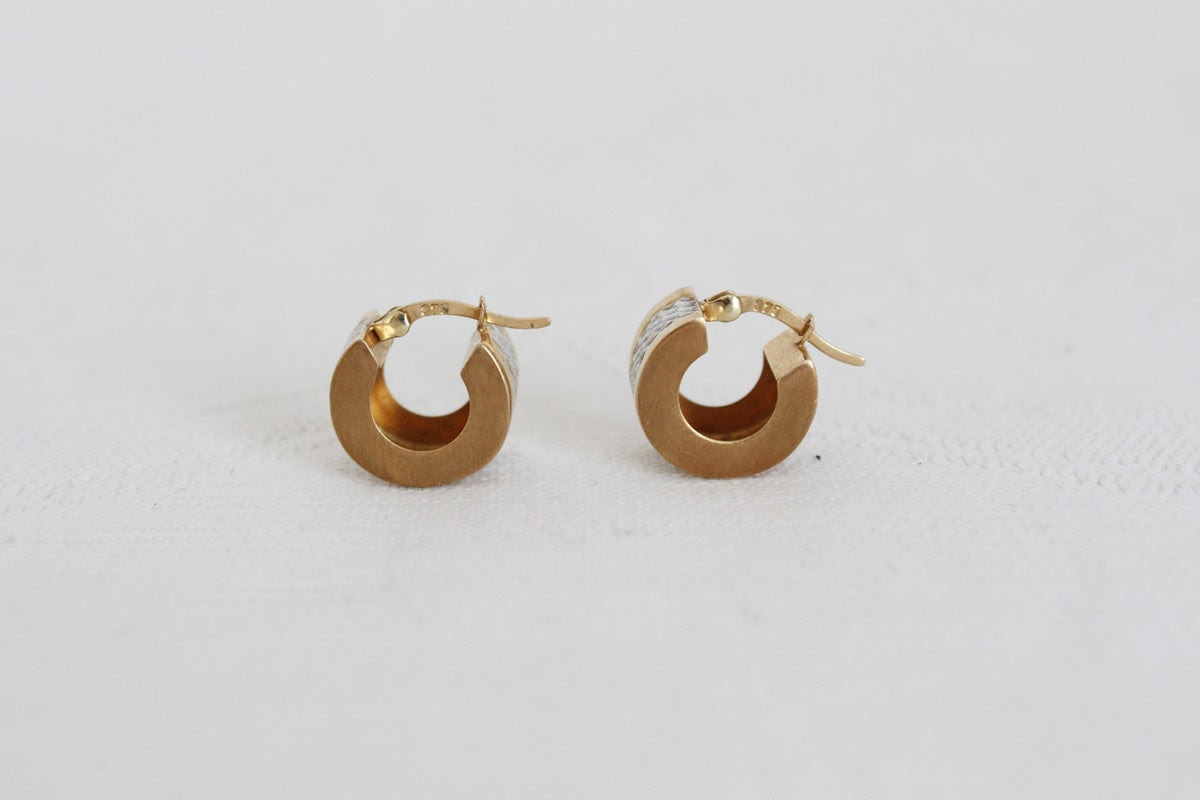 9CT GOLD VINTAGE ETCHED CUFF EARRINGS