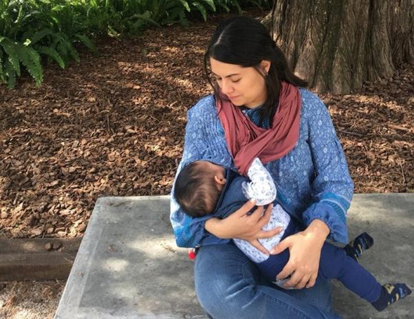 Madres lactando, bebés comiendo y morbosos mirando
