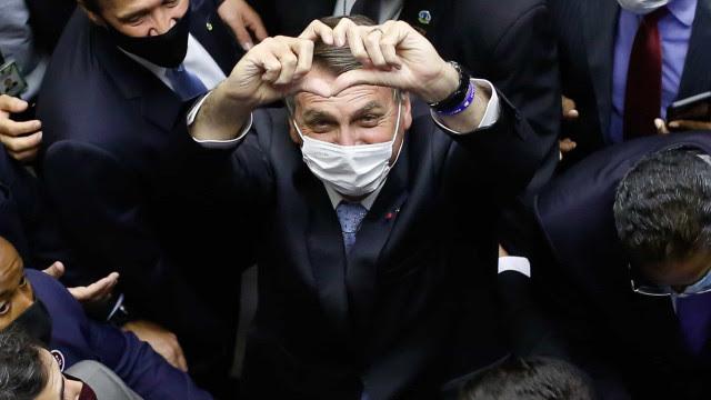 'Nos encontramos em 22', diz Bolsonaro ao ser chamado de genocida e fascista no Congresso