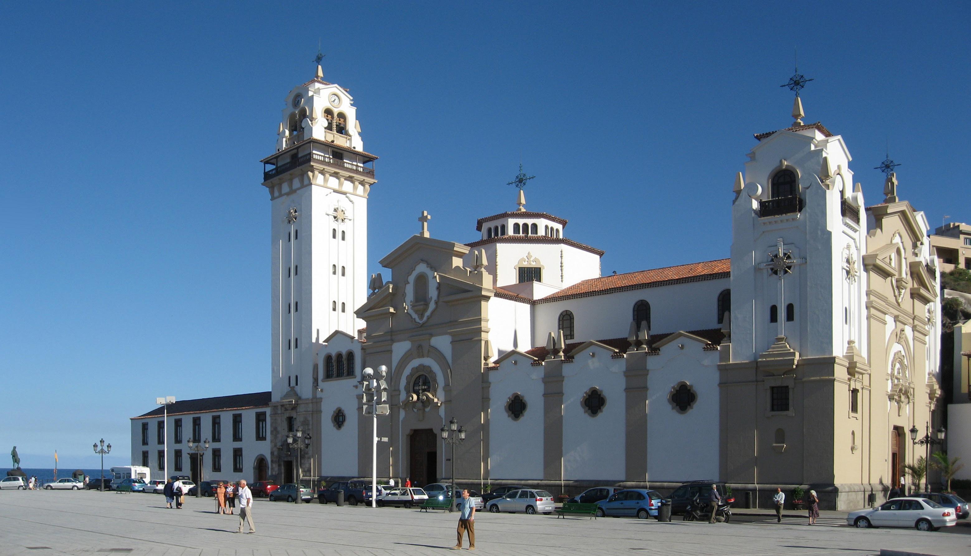 http://upload.wikimedia.org/wikipedia/commons/a/a0/Tenerife.candelaria.exterior.basilica.jpg