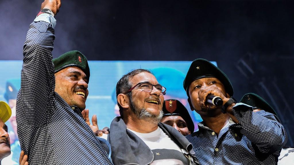 """""""Timochenko"""" volvió a subir al escenario para la presentación musical de unos miembros de la guerrilla (AFP)"""