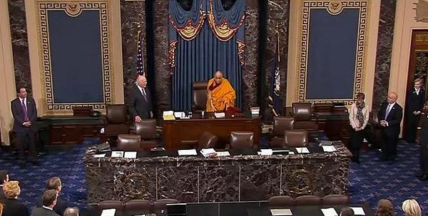 Dalai Lama cau nguyen tai thuong vien Hoa Ky