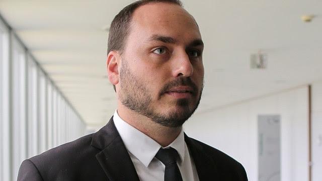 Bolsonaro sobre supostas fake news do filho: 'liberdade de expressão'