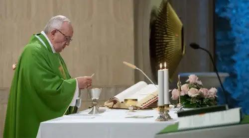 El Papa prefiere una Iglesia que crece en silencio antes que una Iglesia del espectáculo