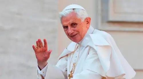 """Benedicto XVI habla sobre su salud: Me encuentro """"en peregrinación hacia Casa"""""""