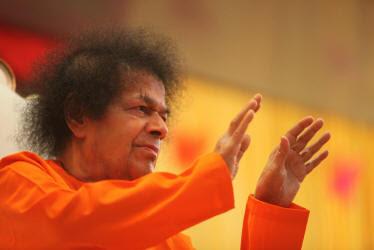 https://i1.wp.com/www.saibabaofindia.com/happy-new-year/sboi-sri-sathya-sai-baba-blessing-photo-image-both-hands-abhya-hastha_small.jpg