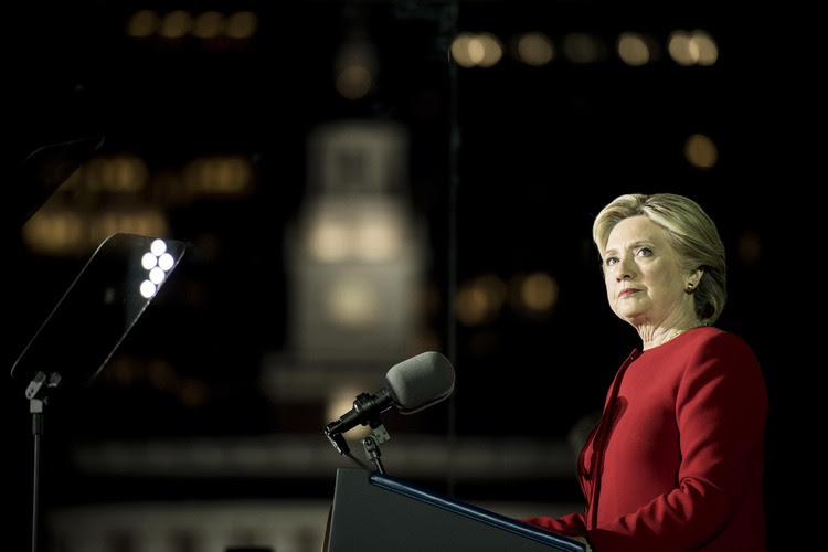 Clinton speaks to a huge crowd during a rally at Independence Mall in Philadelphia, Pennsylvania. (Melina Mara/The Washington Post)</p>