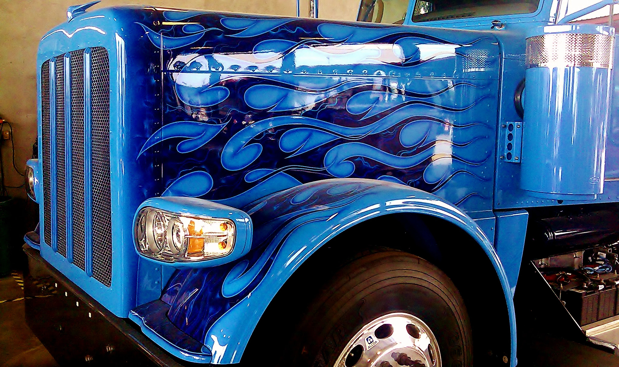 peterbilt flames nose