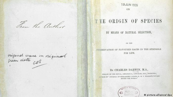 Buch Charles Darwin On The Origin of Species (picture-alliance/ dpa)