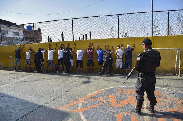 """El informe dice que la unidad policial de élite FAES funciona como un """"escuadrón de la muerte"""", con 1569 fallecimientos atribuidos al grupo de enero a mayo."""