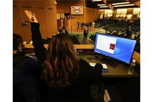 Bids from the internet come in at the Keeneland September Sale