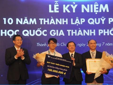 TRAO HỌC BỔNG 100 TRIỆU ĐỒNG CHO THÍ SINH ĐẠT HUY CHƯƠNG VÀNG OLYMPIC TOÁN QUỐC TẾ 2019