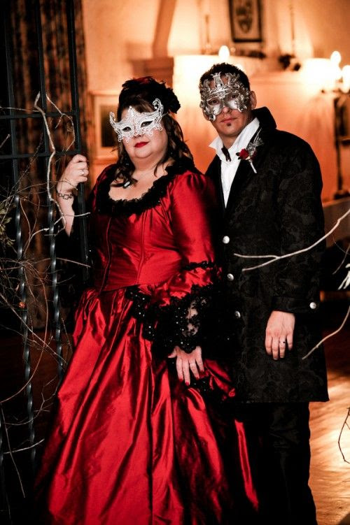 Phantom meets Halloween in this DIY masquerade wedding in Florida