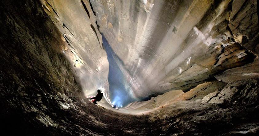 Impresionante: Descubren un gran pozo vertical en España