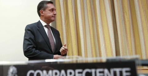 El director general de la Agencia Tributaria, Santiago Menéndez, antes de su comparencia en el Congreso para informar sobre la lucha contra el fraude fiscal. EFE/Juan Carlos Hidalgo