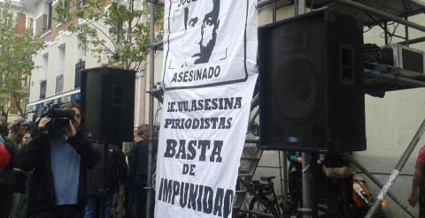 Manifestación para pedir justicia por el cámara José Couso, a doce años de su asesinato. /JOSEFINA GROSSO