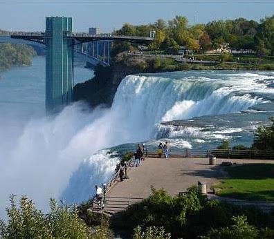 Tesla, dünyanın ilk hidroelektrik santralini Niagara şelalerinde gerçekleştirmiştir.