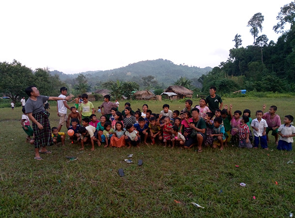 Rangers conducting a GLC program with Kachin IDPs.