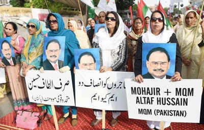 MQM activists protest in Karachi holding images of their leader Altaf Hussain. Pakistani police have registered a case under terrorism laws against the leader who lives in exile in London. (AFP photo)