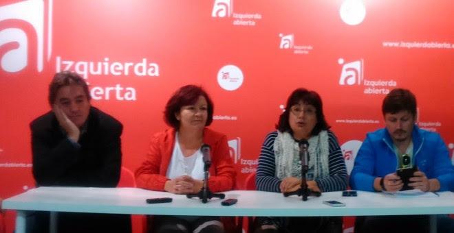 Esperanza Martínez y Montse Muñoz (Centro) durante la rueda de prensa.- PÚBLICO