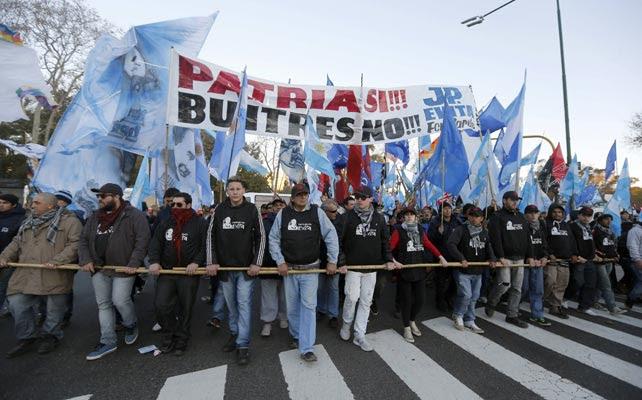 Manifestación en Buenos Aires en contra de las actividades de los fondos buitre, organizada el pasado mes de junio.