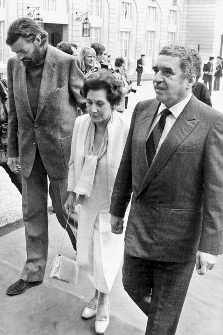 "Las mentiras de la ""historia oficial"". Arturo Alejandro Muñoz recuerda la historia, la verdadera"