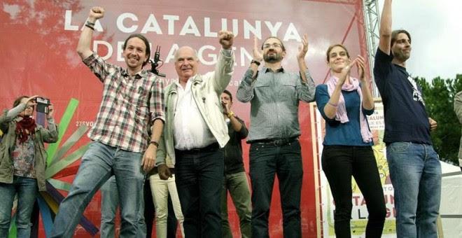 Pablo Iglesias, junto al candidato de Catalunya Sí que es Pot a la Generalitat, Lluís Rabell, en Cornellà. / EFE