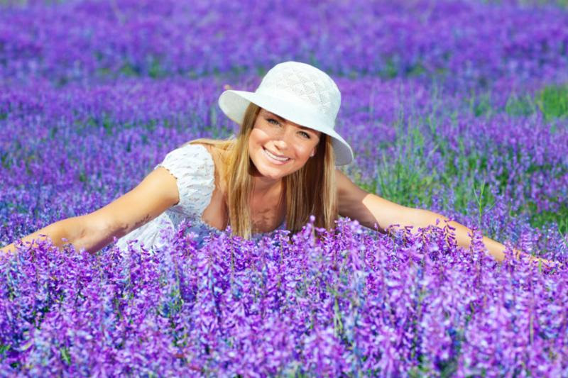 woman_in_lavender_field.jpg