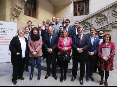 El president i les conselleres, amb els distingits en l'acte. Autor: Rubén Moreno