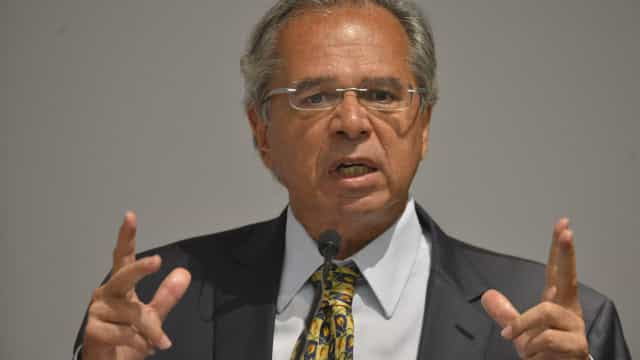 Senadores são contra proposta para unir gastos com saúde e educação