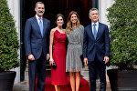 Los reyes de España junto al presidente Mauricio Macri y su esposa Juliana Awada