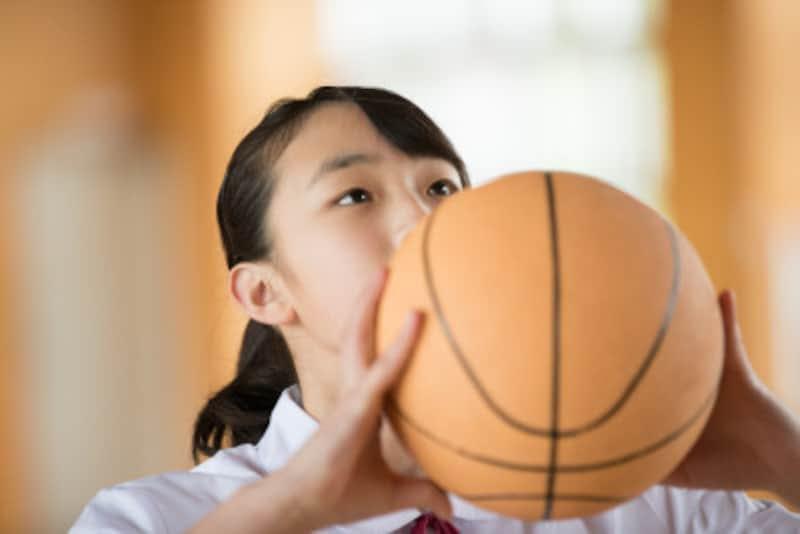 思春期なのに生理が止まる?運動しすぎのリスクと対策