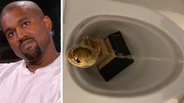 Kanye West coloca troféu do Grammy na privada e faz xixi nele