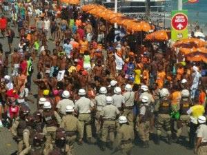 Sobre os que juntam vinténs na microeconomia do carnaval