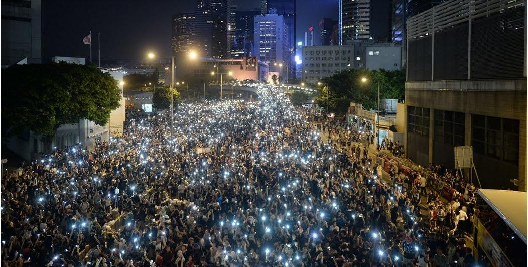 BBieeu tình đồi đan chủ, phổ thông đầu phiêu tại Hong Kong (29/9/2014). Ảnh: TNYT