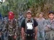 """Edgar Montenegro, alias """"El Comandante Cabezón"""", ex contra de los 80´, primero de la derecha y """"El Comandante Nicaragua"""", Marvin Figueroa, con camiseta negra sin capucha."""