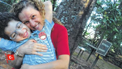 Com um abaixo-assinado, os pais de Lorenzo conseguiram que a Anvisa liberasse um remédio para epilepsia