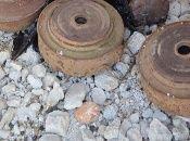 Tras la retirada del Daesh, varias zonas del país permanecen plagadas de minas terrestres.