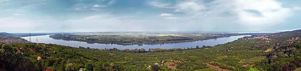 http://upload.wikimedia.org/wikipedia/commons/thumb/6/64/Danube_in_Ritopek%2C_Serbia.jpg/1024px-Danube_in_Ritopek%2C_Serbia.jpg