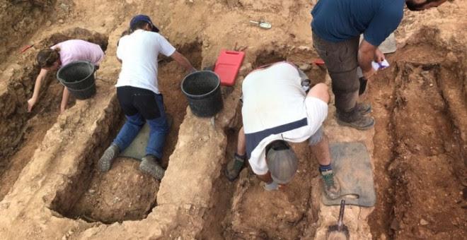 Exhumación de cuatro fosas individuales en el cementerio de Guadalajara