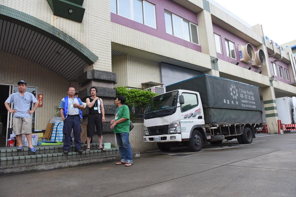 華潔工人罷工,貨車及相關貨物皆留在廠內。(攝影:宋小海)