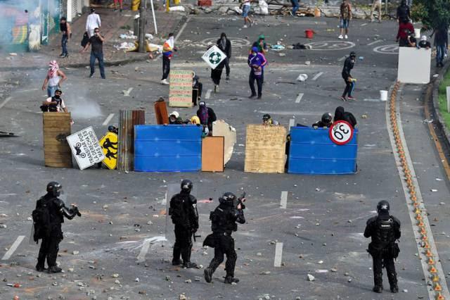 Violência policial se descontrola na Colômbia tomada por protestos