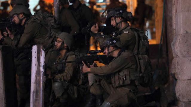 Em agravamento da crise, Israel faz 1º ataque a Gaza por terra