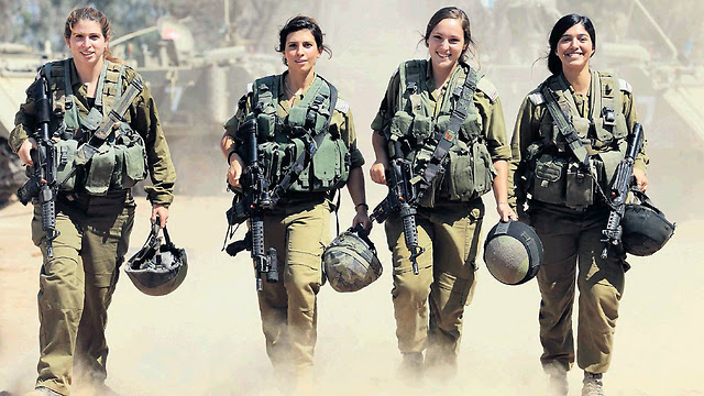 The four female paramedics that saved lives during Operation Protective Edge (Photo: Gadi Kablo, Yedioth Aharnoth)
