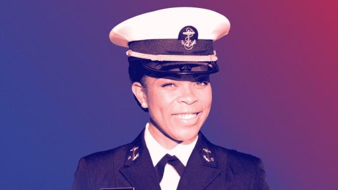 O aspirante Sydney Barber, a primeira comandante de brigada negra da Academia Naval dos EUA.