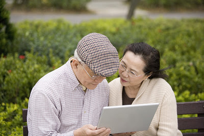 elderly-laptop-couple.jpg