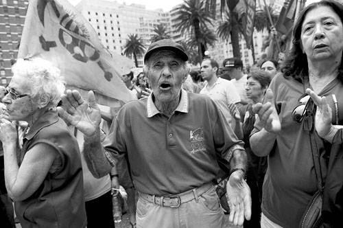 Concentración contra la minera Aratirí, ayer en la plaza Independencia. Foto: Nicolás Celaya