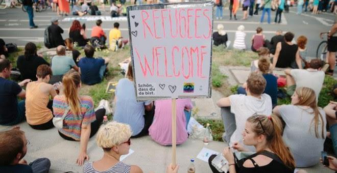 Manifestantes en Dresde en favor de los refugiados. EFE/EPA/OLIVER KILLIG