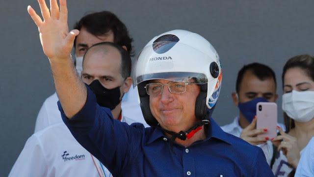Bolsonaro: Estamos chegando a 100 mil (mortes); vamos tocar a vida