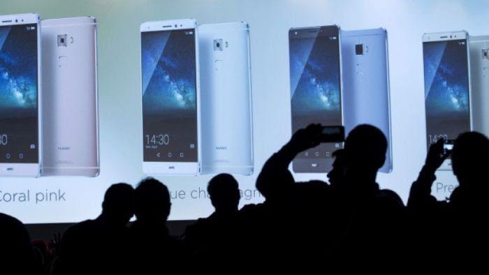 Chaque année, les Français achètent 25 millions de téléphones portables.